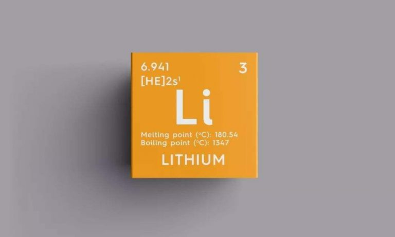Can lithium batteries and lead acid batteries be used together?